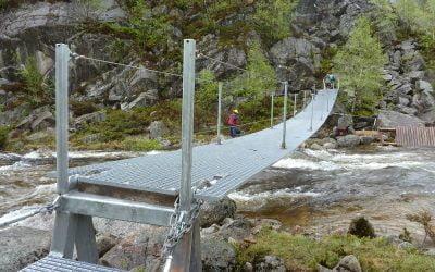 Grating in fiberglass – Suspension bridge